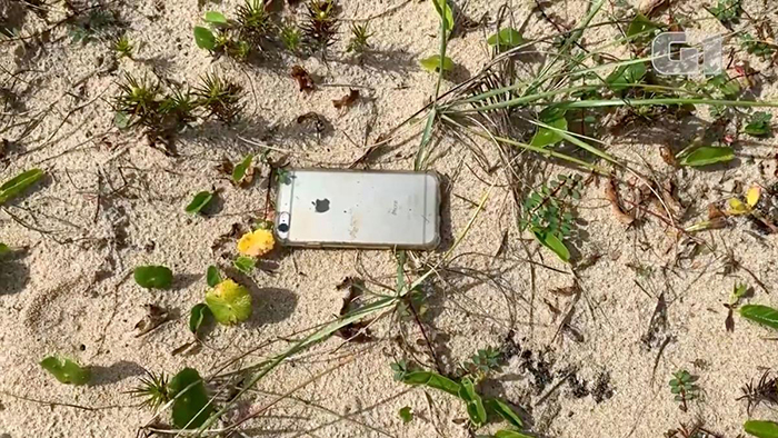 An iPhone 6S Survives The Fall From A Plane In Flight