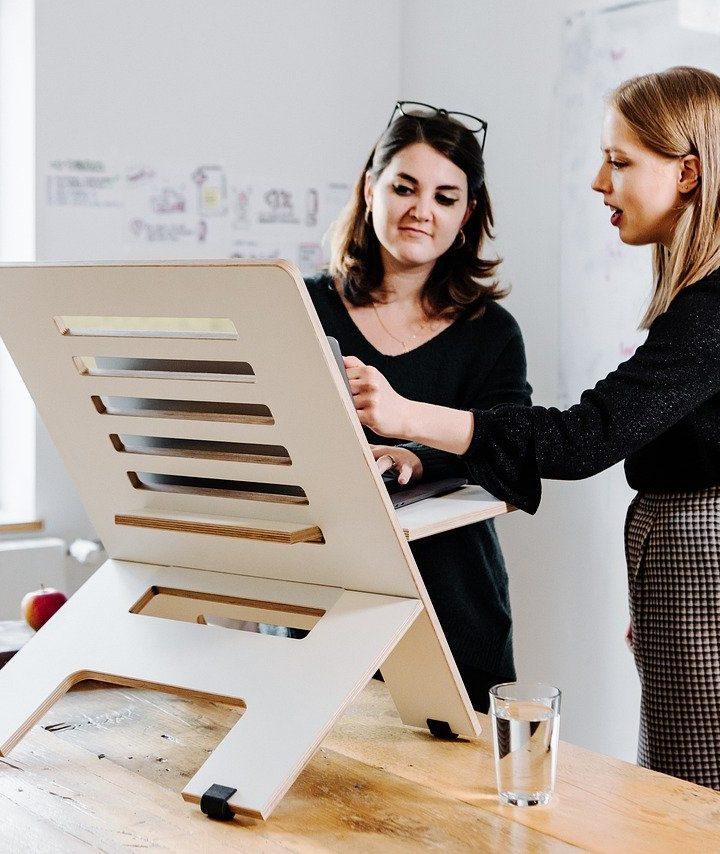 7 Ways a Standing Desk can Help You Work Longer